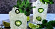 طرز تهیه کوکتل لیمو با آب گازدار، برگ نعنا و عسل ساده و خوشمزه