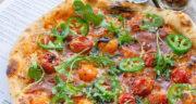 طرز تهیه پیتزا املت ساده و خوشمزه برای صبحانه و شام