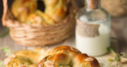 طرز تهیه نان ماچا ساده با خمیر مایه فوری و پودر ماچا مرحله به مرحله