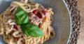 طرز تهیه پاستا با پنیر فتا و گوجه گیلاسی ساده و خوشمزه در فر