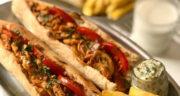 طرز تهیه ساندویچ مرغ با سس مخصوص همراه با قارچ و جعفری