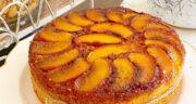 طرز تهیه کیک هلو برگردان ساده و مجلسی با سس کاراملی در فر