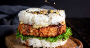طرز تهیه برگر برنج یا رایس برگر ساده و خوشمزه با گوشت چرخ کرده