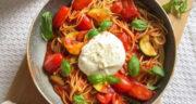 طرز تهیه پاستای گوجه فرنگی و ریحون ساده با گوشت چرخ کرده