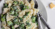 طرز تهیه پاستا بروکلی ساده و خوشمزه بدون گوشت و با سبزیجات