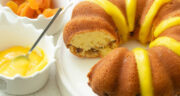 طرز تهیه کیک قیسی نرم و لطیف و لذیذ با کشمش و ماست
