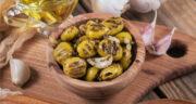 طرز تهیه زیتون گریل شده و مزه دار شده خوش طعم در ماهیتابه